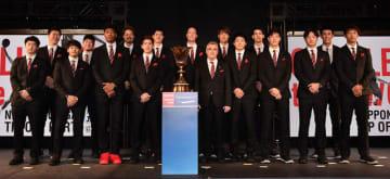 ワールドグループ、バスケットボール日本代表にオフィシャルスーツを提供