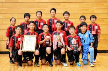 守備から試合をつくってベスト16以上を狙う石井東FC(提供写真)