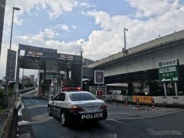 閉鎖された首都高都心環状線内回り神田橋入り口(7月26日)