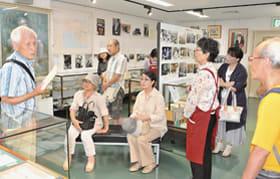 横田さんが八木氏の作品を詳しく紹介したギャラリートーク