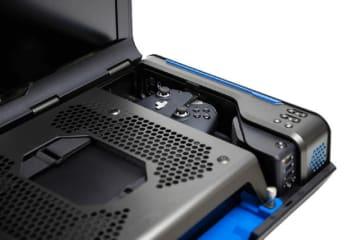 コレ1台でどこでもPS4/XB1をプレイ!?モニターやスピーカー内蔵した持ち運びケース登場