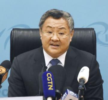 記者団の質問に答える中国外務省の傅聡軍縮局長=6日、北京(共同)