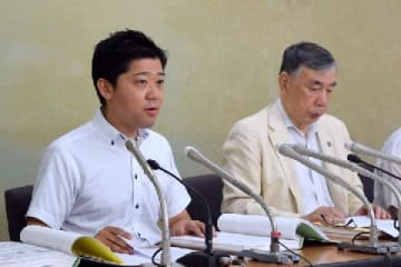 会見する代理人・原島有史弁護士(左)と川人博弁護士(弁護士ドットコム撮影、8月6日)