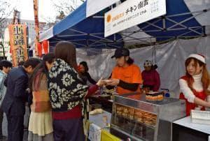 宮崎、大分、熊本県の鶏のご当地グルメを集めて行われた「天下鶏の戦い!」
