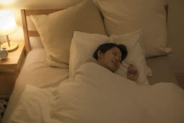 寝る前に食べてしまうのをやめたい! 就寝前の食欲を乗り越える方法をお伝えします。体重増加に繋がりやすい就寝前の食欲には要注意!