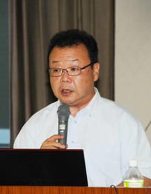 日本生命の健康経営の取り組みを説明する桜井支社長