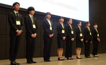 海外留学する大学生ら