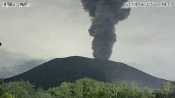 7日午後10時11分の浅間山(鬼押)の火山監視カメラの画像(出典=気象庁ホームページ)