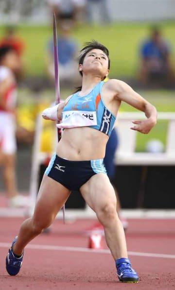 女子やり投げ決勝 52メートル84で優勝した近江・木村玲奈=タピック県総ひやごんスタジアム