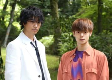 「火村英生の推理」の斎藤工&窪田正孝 - (C)NTV