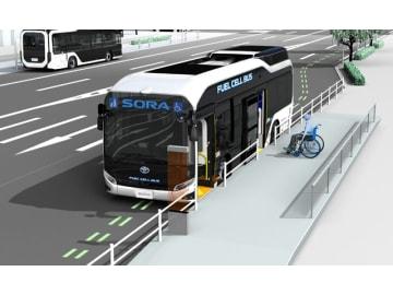 トヨタ燃料電池バス「SORA」、新しい安全運行システムなどを搭載した新モデル発表。車イスやベビーカーを利用する乗客の乗降性を向上させる自動正着制御システムをオプションで用意したモデル