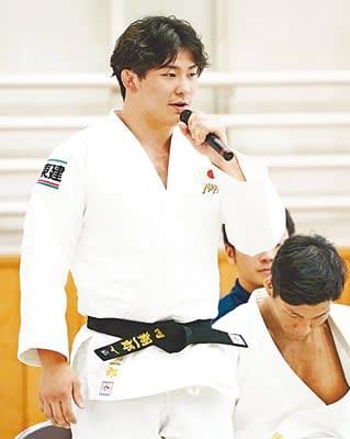 柔道の世界選手権壮行式で、抱負を語る男子90キロ級の向翔一郎=7日、東京都文京区の講道館