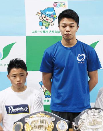 会見する中谷選手(右)と石澤選手=22日MTジム