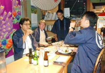 日本酒をテーマにしたインバウンド向け着地型旅行商品のプレイベント=4日、新潟市中央区
