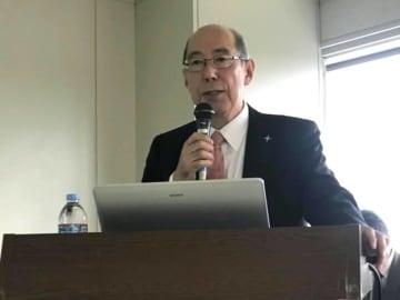 Naoko Iwanaga / BuzzFeed 子宮頸がんとHPVワクチンについての基礎知識を伝える櫻木範明さん