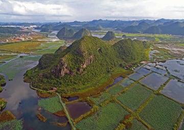 緑あふれる普者黒国家湿地公園 中国雲南省