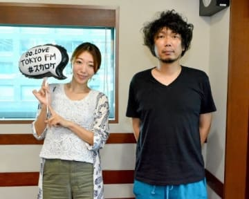 番組パーソナリティを務める本部長・マンボウやしろ(右)と秘書・浜崎美保(左)