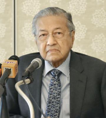 福岡市で講演するマレーシアのマハティール首相=8日