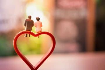 定年退職後、夫婦2人になると、月々の生活費は現役時代の70%になるといわれています。実際はどうなのでしょうか。