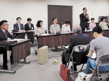 人と猫との共生条例の提案を前に議員有志が開いた市民説明会=5月10日、仙台市役所