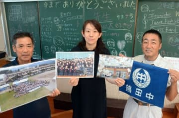 再現授業へ参加を呼び掛ける旧鶴田中学校の元教員、OBたち=さつま町神子