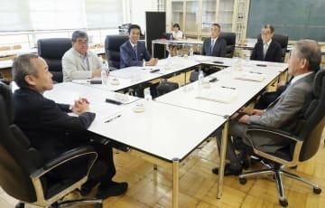 吉本興業の「経営アドバイザリー委員会」の初会合=8日午後、東京都新宿区