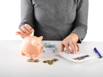 現在の貯蓄ペースへの不安があり、投資を新たに始めるべきかどうか悩んでいる43歳の会社員女性。しかも、夫は浪費家で、財布は別々のため、世帯全体のキャッシュフローが見えていない可能性もありそう。ファイナンシャル・プランナーの平野泰嗣さんがアドバイスします。