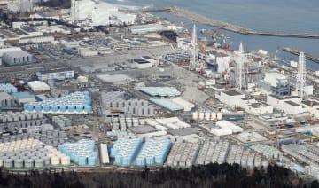 東京電力福島第1原発敷地内に立ち並ぶ、トリチウム水などが入ったタンク=2018年2月