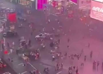 Stampede in Times Square, New York starts after motorcycle backfires