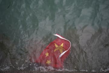 A Chinese flag from a flagpole at Harbour City was tossed into the sea on August 3, during an anti-extradition march. Photo: inmedia,net.