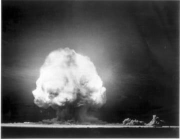 AFP=時事 1945年7月にニューメキシコ州で行われた史上初めての原爆実験。