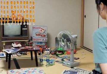 1985年のファミコン少年の部屋をイメージした展示(京都市北区・立命館大)