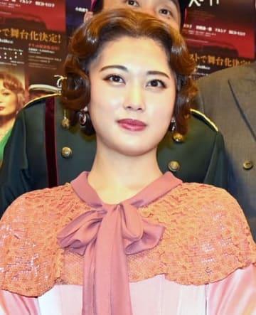 舞台「オリエント急行殺人事件」の東京公演前に会見した伊藤純奈さん