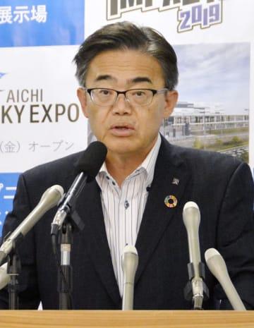 記者会見する愛知県の大村秀章知事=9日午後、愛知県庁
