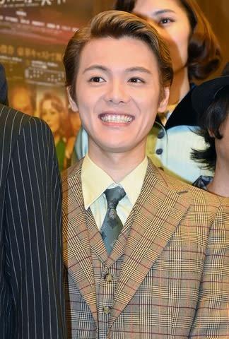 舞台「オリエント急行殺人事件」の東京公演前に会見した関西ジャニーズJr.の室龍太さん