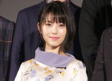 劇場版アニメ「HELLO WORLD」のプロジェクト始動イベントに登場した浜辺美波さん