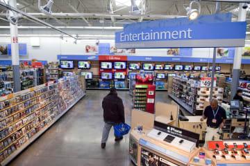 ウォルマートの売り場=2010年12月、米バージニア州(AP=共同)