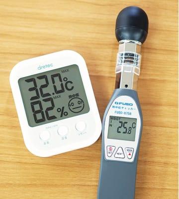 熱中症指数モニター(右)とデジタル温湿時計