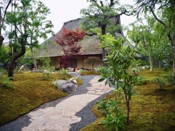 京都府指定有形文化財の旧小林家住宅を活用した「パンとエスプレッソと」の外観(京都市右京区)