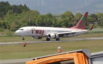 熊本発着便の全面運休が決まったティーウェイ航空=2017年4月、熊本空港