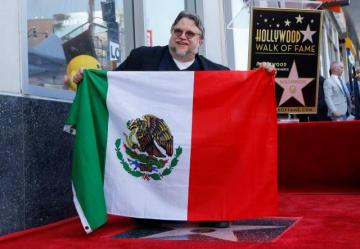 8月6日、メキシコ出身のギレルモ・デル・トロ監督が、ハリウッドの殿堂入りを果たし、ハリウッド・ウォーク・オブ・フェイムで星形のプレートが披露された - (2019年 ロイター/Mario Anzuoni)