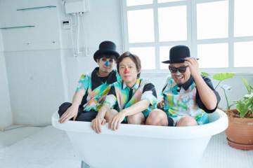 左からピアノのH ZETT M(青鼻)、アコースティックベースのH ZETT NIRE(赤鼻)、ドラムのH ZETT KOU(銀鼻)。/ Photo by 石阪大輔