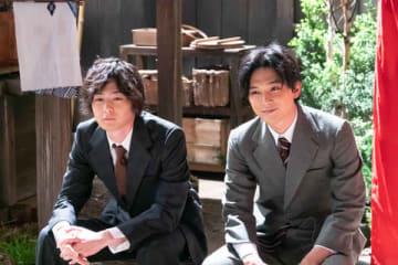 NHK連続テレビ小説「なつぞら」第114回で実現した吉沢亮さん(右)と犬飼貴丈さんの2ショット (C)NHK