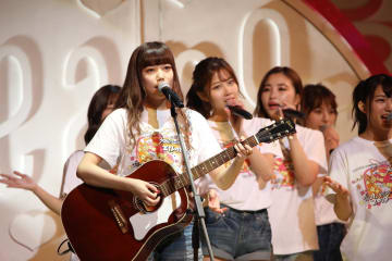 AKB48チーム8[ライブレポート]OG・長久玲奈、久しぶりのギターで「一生の間に何人と出逢えるのだろう」披露!|エイトの日!グランキューブ祭り!2019