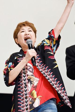「劇場版 ONE PIECE STAMPEDE」の初日舞台あいさつで雄叫びを上げる田中真弓さん