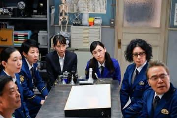 コメディーミステリードラマ「時効警察はじめました」の場面写真 =テレビ朝日提供