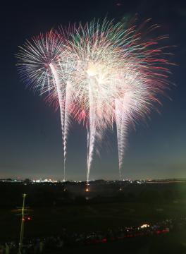 約7000発で夜空を彩ったとりで利根川大花火=取手市・利根川河川敷