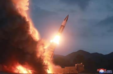 10日、北朝鮮が試射した「新兵器」(朝鮮中央通信=共同)