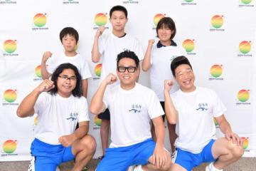8月24~25日放送の「24時間テレビ42 人と人 ~ともに新たな時代へ~」で「錦江湾横断遠泳企画」に挑戦するメンバーたち=日本テレビ提供