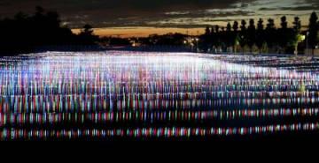 電飾で新川を彩る「内野新川ほたる」=9日、新潟市西区